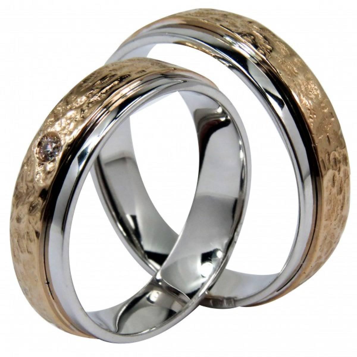 Alianças de Casamento bicolores em ouro de 9 e 19 kts, com 1 diamante
