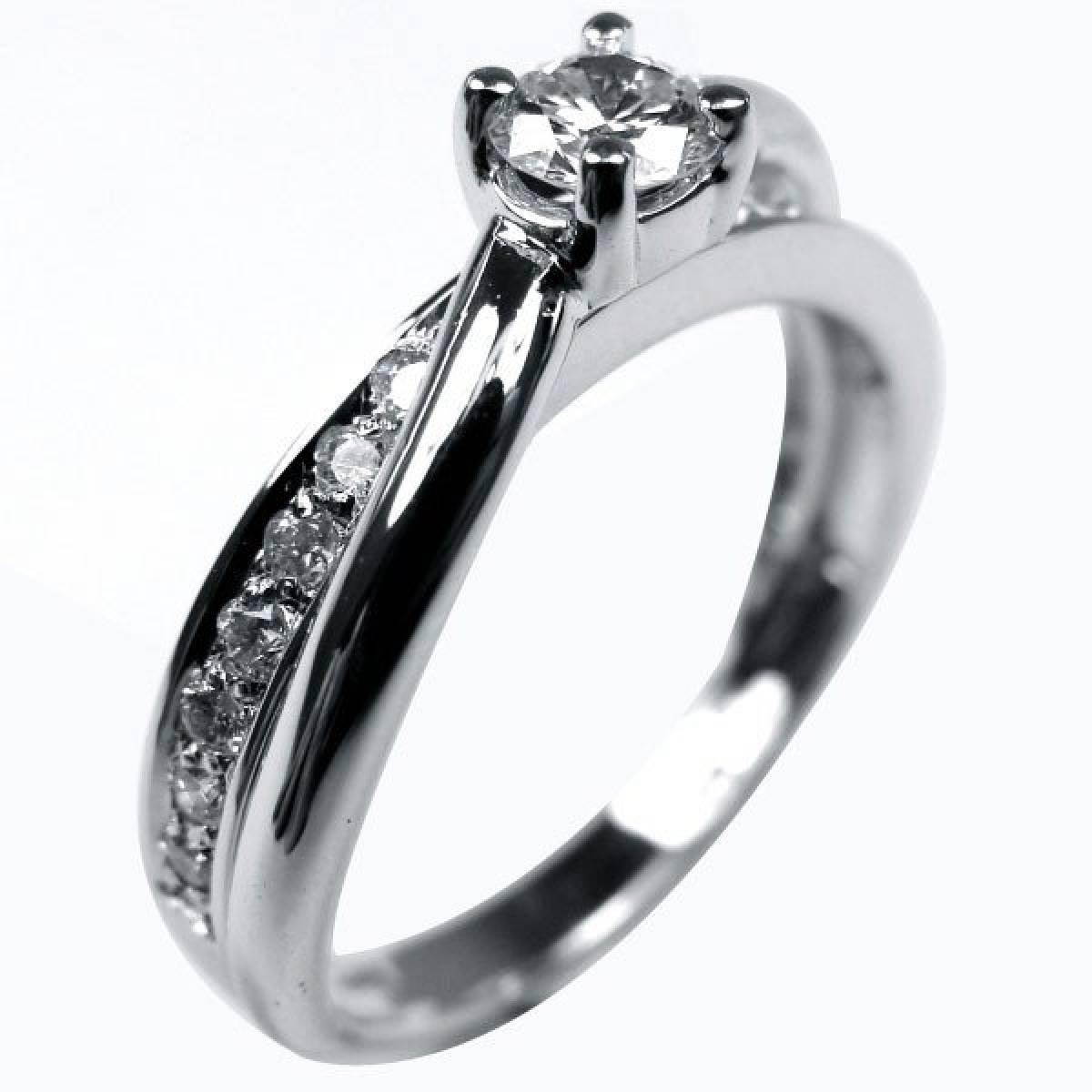 Anel de Noivado, ouro de 19 kts, 14 diamantes de 0,28 cts e 1 de 0,25 cts