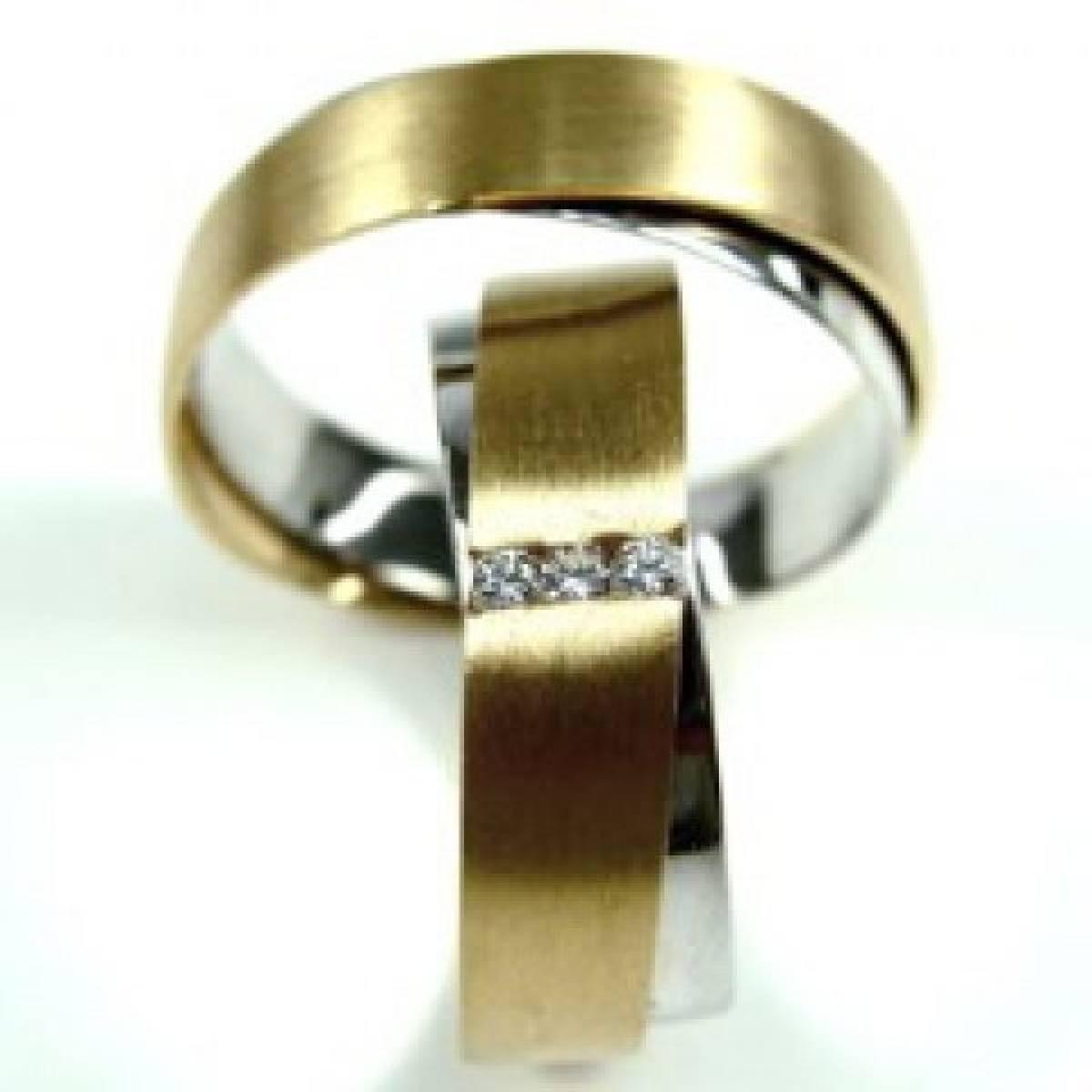 Alianças de Casamento em Ouro Bicolor com 3 Diamantes de 0,03 CTS
