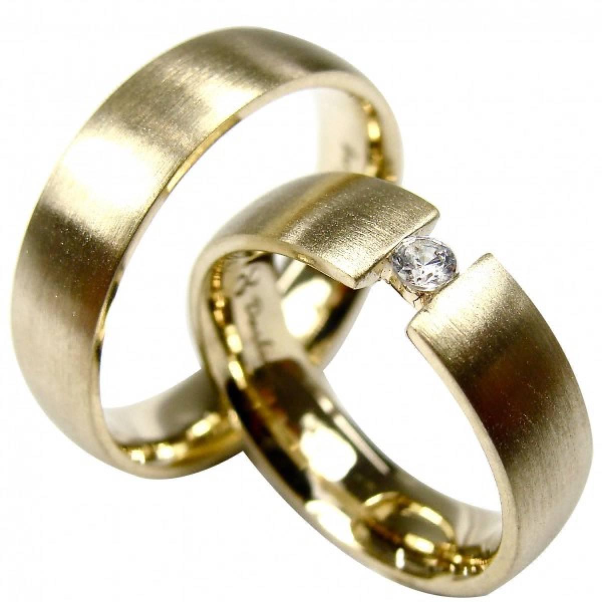 Alianças de Casamento em Ouro Amarelo com 1 Diamante de 0,05 CTS