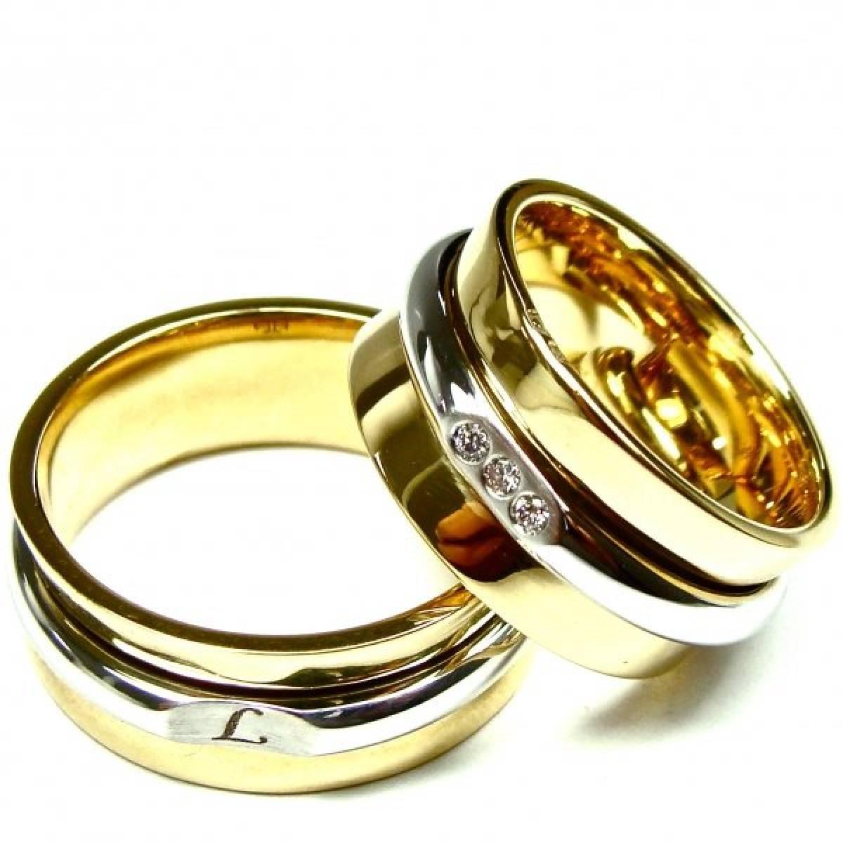 Alianças de Casamento em Ouro Bicolor com 3 Diamantes de 0,06 CTS