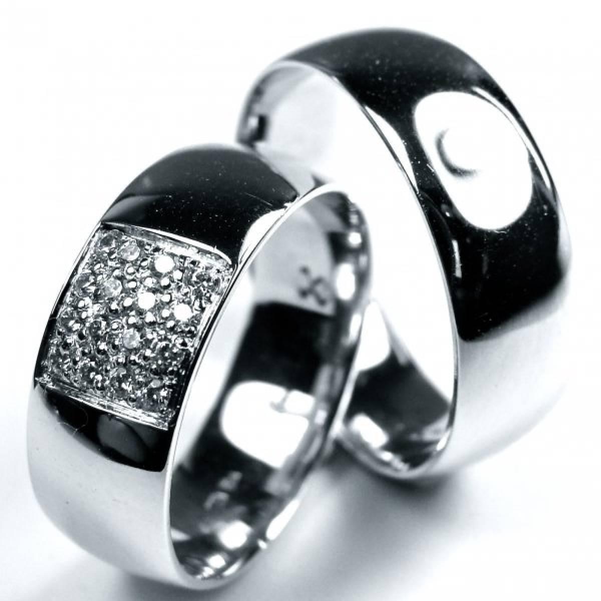 Alianças de Casamento em Ouro Branco com 46 Diamantes de 0,10 CTS