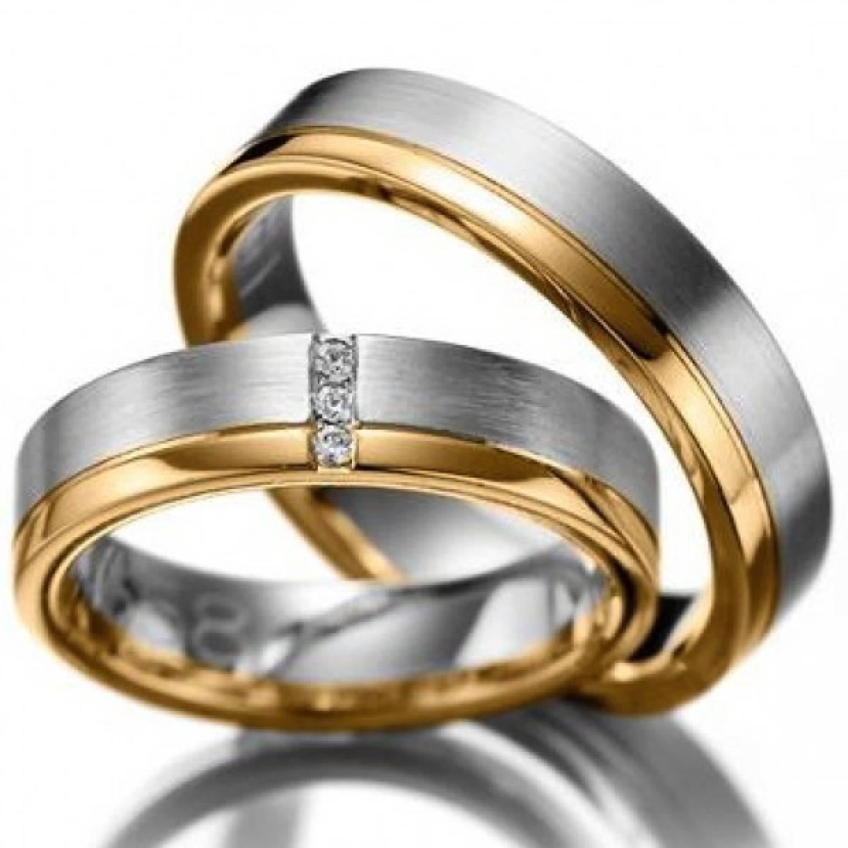 Alianças de Casamento em Ouro Bicolor, com 3 Diamantes de 0,06 CTS