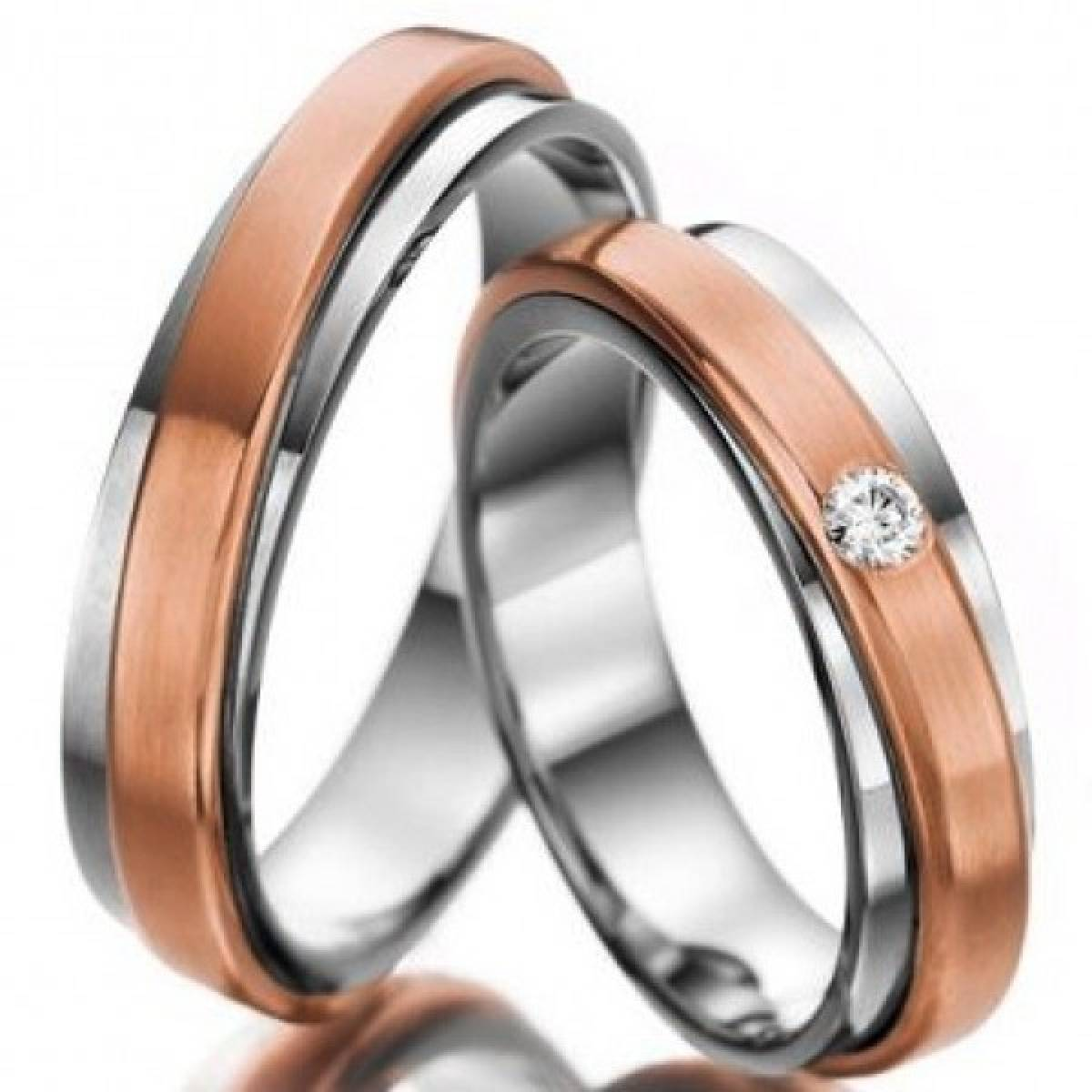 Alianças de Casamento em Ouro Bicolor com 1 Diamante de 0,05 CTS
