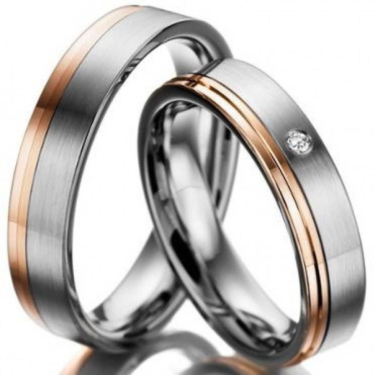 Alianças de Casamento em Ouro Bicolor com 1 Diamante de 0,02 CTS