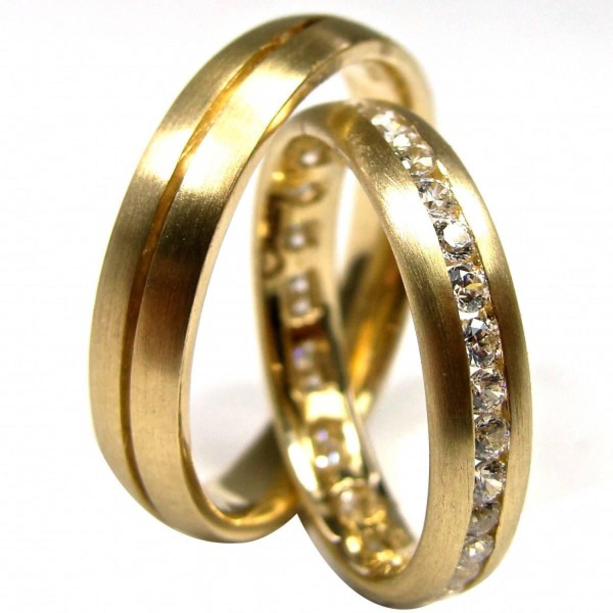Alianças de casamento amendoadas com diamantes ou zircónias